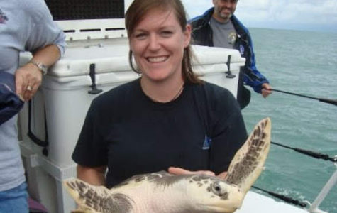 Kelsey Kaiser holding a sea turtle