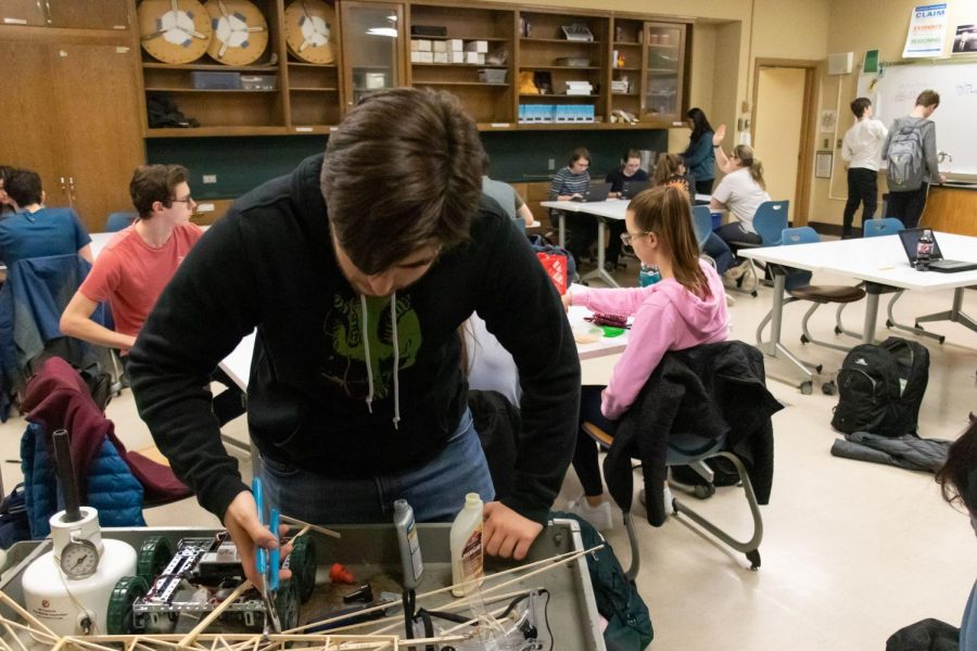 Science Olympiad looks to turn heads at regionals