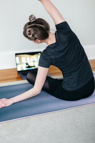 Gym teachers adjust to e-learning